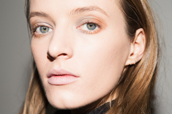 altuzarra-backstage-beauty-fall-2015-51-582x388