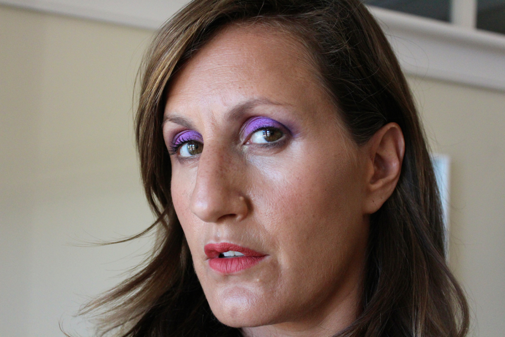 A bold purple eye makeup tutorial