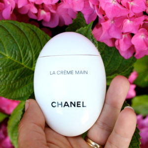 We Love Chanel La Creme Main